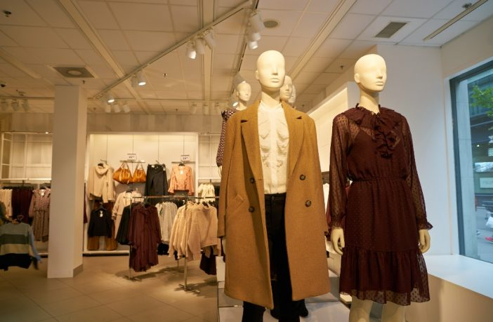 Models in H&M store